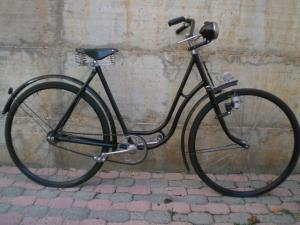 WOMAN BIKE OF 1930 WITH BRAKE TO PAD AND BOSCH LIGHTHOUSE