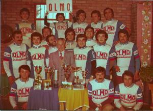 Luigi Testi (al centro foto) nei primi anni del G.S. Olmo